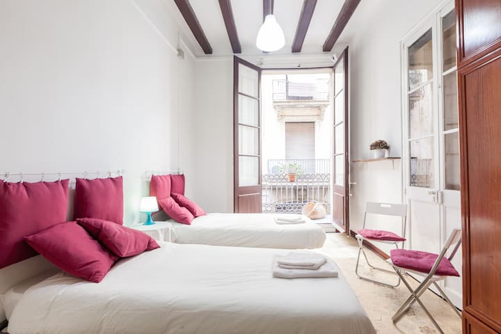 Nice double room with balcony - Barcelona - Apartamento