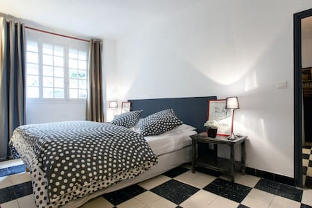 Une chambre en Provence   - Eygalières