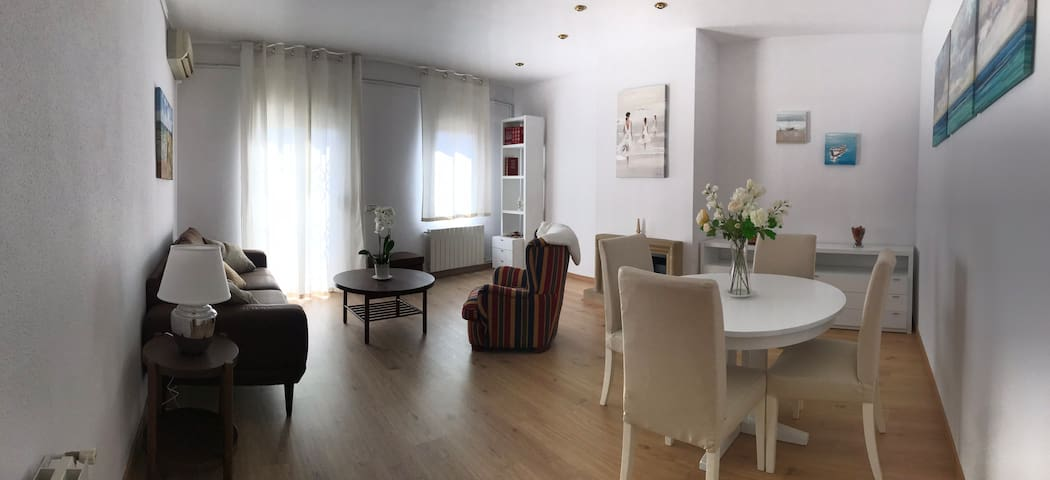 Homely and sunny apartment in the center of Gavà