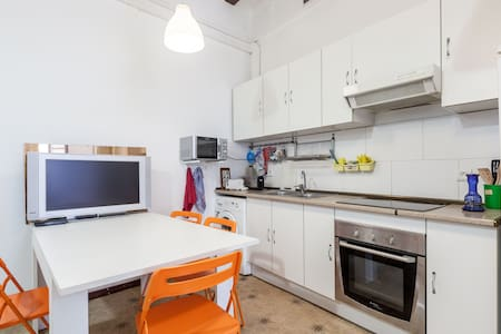 Nice centric flat with balcony - Barcelona - Apartment