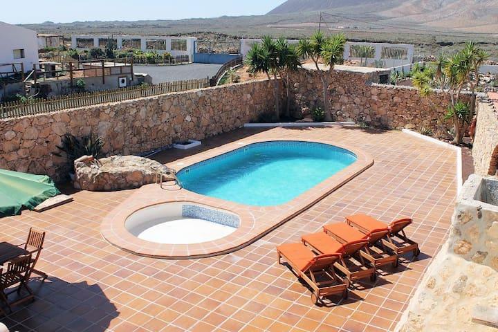Exclusiva villa rústica - piscina, wifi, barbacoa - Casillas de Morales - Xalet