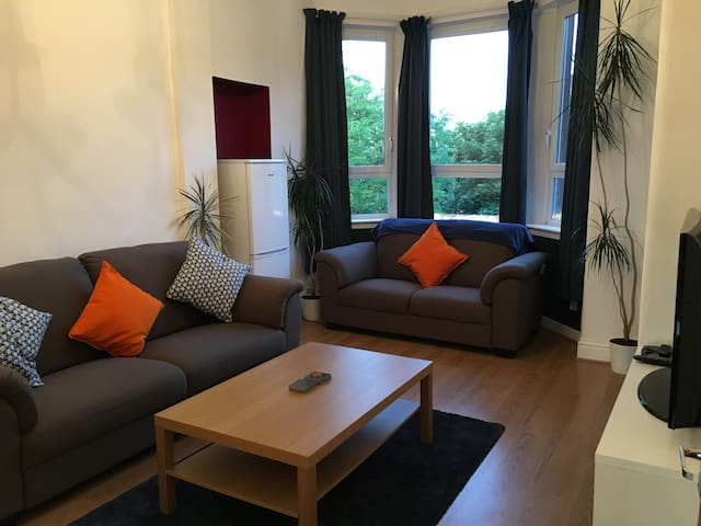 Cosy 2 Bed Flat, 10 min to city centre.