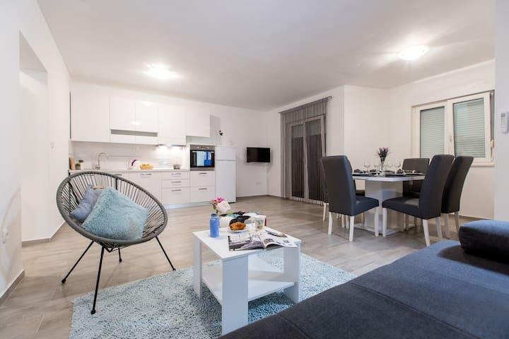 Maiv Apartments, Apartment Lukvenjak