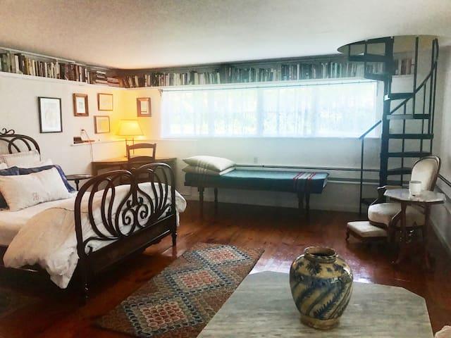 Woodstock Farmhouse Apartment