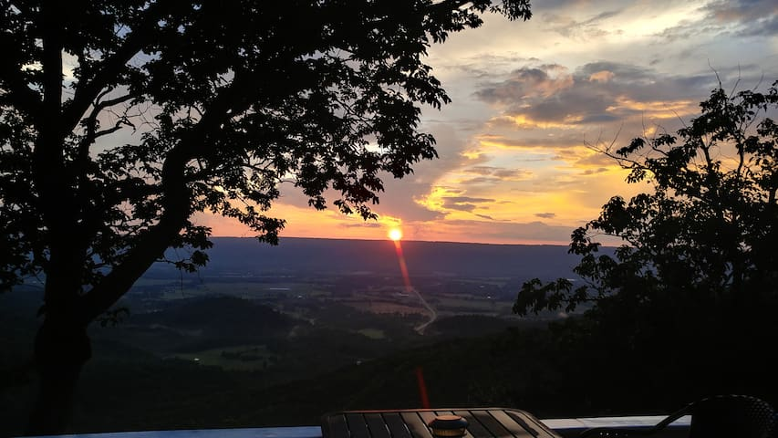 Top notch views of the beautiful Sequatchie Valley.