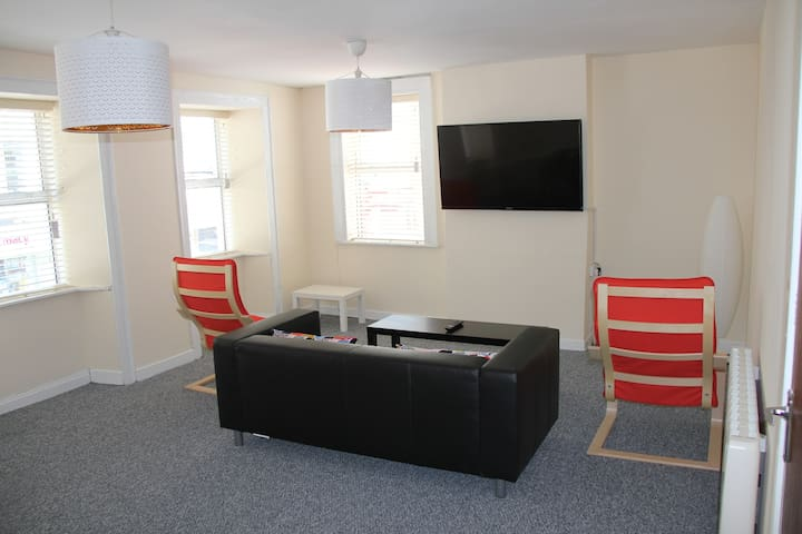 Spacious Apt in the CENTRE of Town