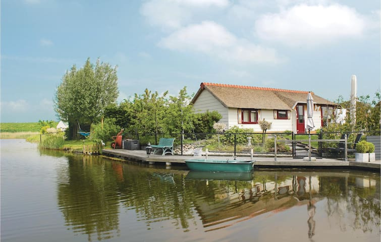 Holiday cottage with 2 bedrooms on 48 m² in Sint-Annaland