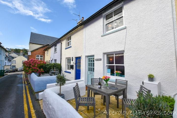 2 Bed Cottage, Centre of Aberdovey, Pet Friendly