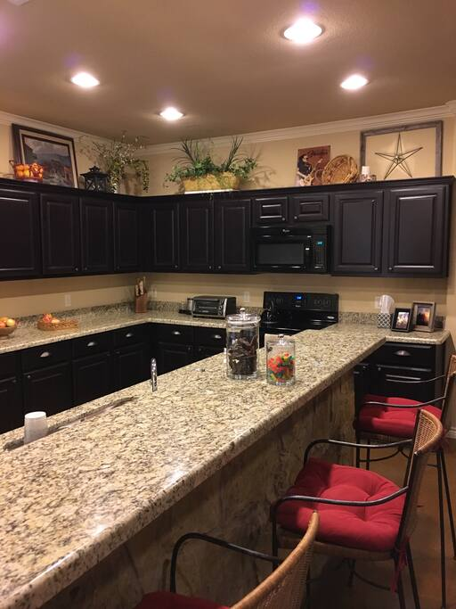 Fully functional kitchen with amenities