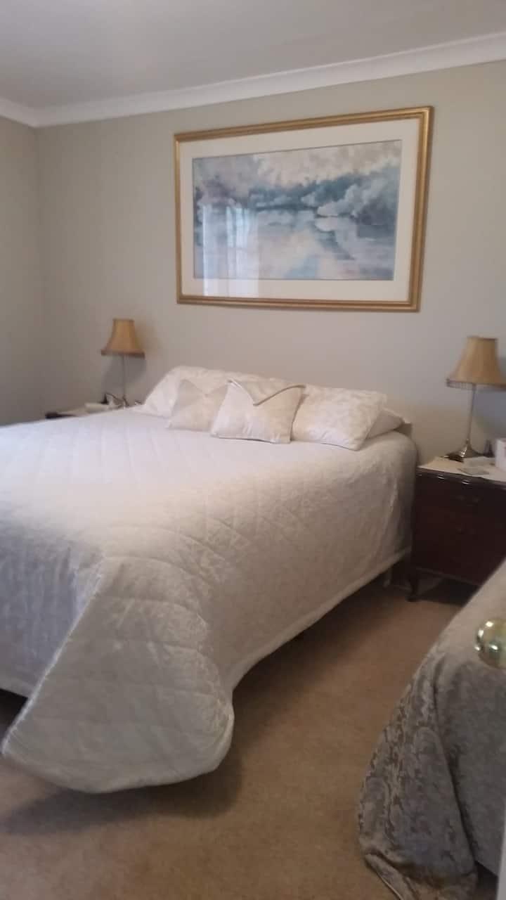 GOLD Room at Kojonup's Ultimate Bed & Breakfast