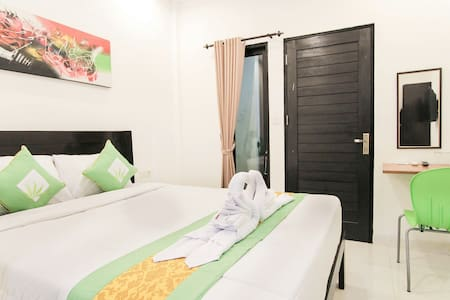 Akatara Stay Jimbaran - Bed & Breakfast