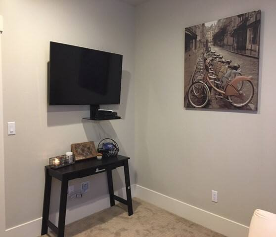 Guest Room w Cable