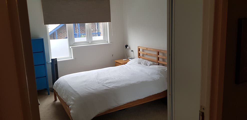 Bright Double room available in Hackney London