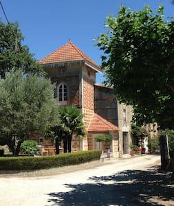 Gîte unique de cararctère avec piscine chauffée - Alzonne - บ้าน
