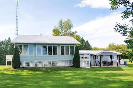 The Berm House - Private cottage on Graham Lake