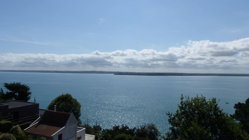 Sea view housing, 10 min to the beach, access GR34