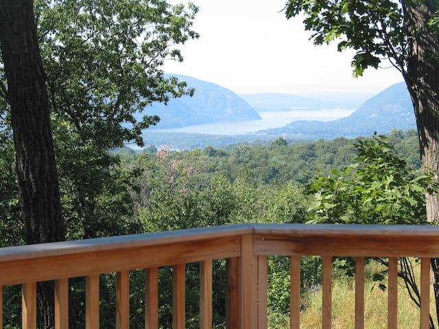 Hudson Riverview Mountaintop Guest House
