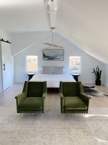 Modern Loft Apartment Walkable to Downtown