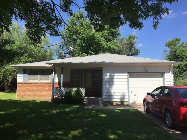 Cozy house in heart of Dodge City! - Dodge City - House