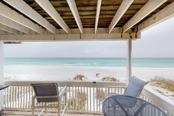 Beachfront townhome w/ private deck & beach access - dogs welcome!