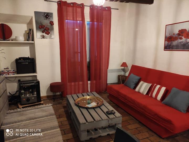 Studio meublé face à la sainte Baume , charmant