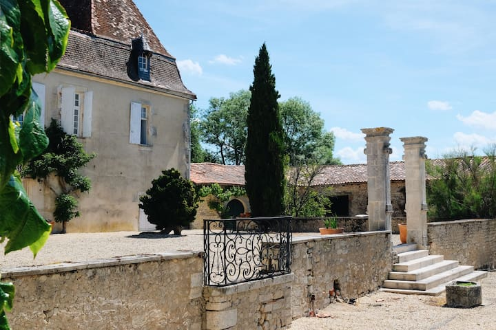 Logis de Beaulieu 17th Century Holiday Rental