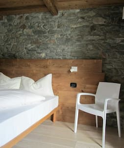 Bella camera in borgo silenzioso - Saint-Vincent - Bed & Breakfast