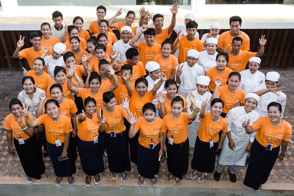 Sala Baï Hotel and Restaurant School trains each year, for free, more than 100 students in hospitality and up to 150 by 2018. This program is exclusively devoted to helping underprivileged young Cambodians, with a priority given to girls (70%), more vulnerable and with lower access to education.