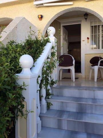 Velholdt  rekkehus nære stranden - La Rinconada - House