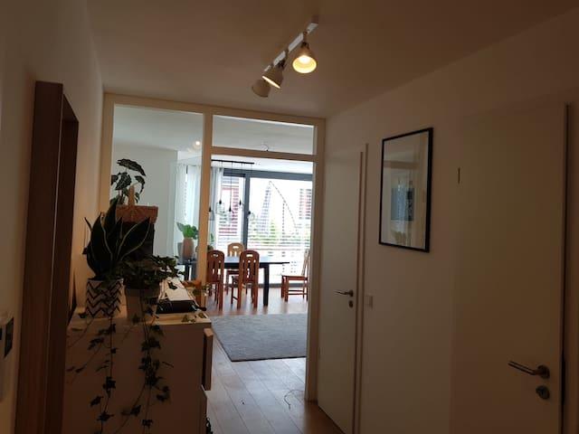 Helle 2 Zimmer Wohnung mit eigenem Garten
