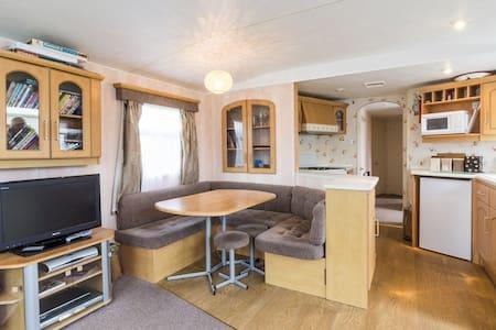 Broadland Sands Caravan ref 20015 - Corton