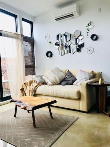 Sunny penthouse studio in Brooklyn