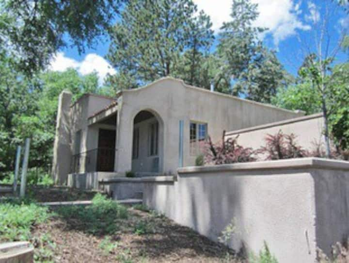 Cheyenne Canyon Charmer, with Darling Courtyard!