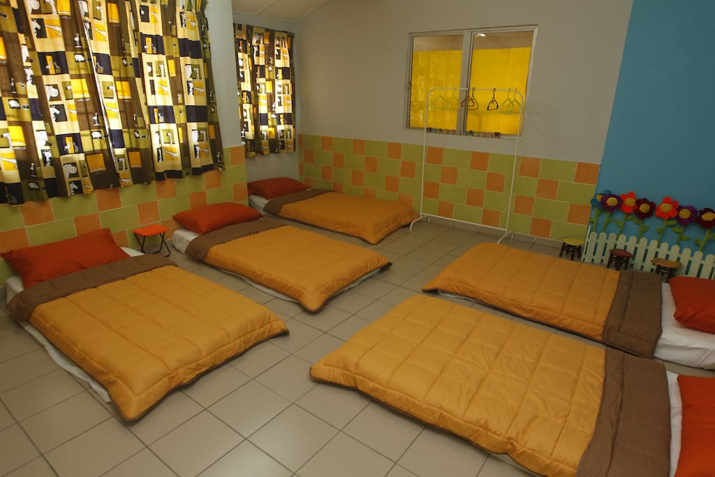 "Pre-Class  room:can accommodate up to 7 pax. Min booking for 5 pax ""童话班"":可容纳高达7人。最低预订5人"