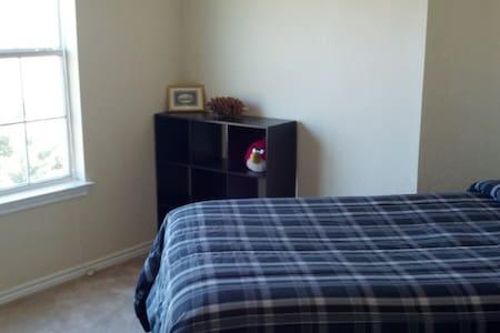 Private room in beautiful apartment - Wichita Falls - Lakás