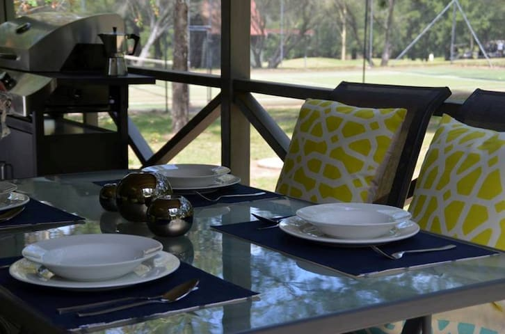 WINTER SPECIAL:  WARM 2 BEDROOM CABIN WITH EXTRAS - Kangaroo Valley - Cabane