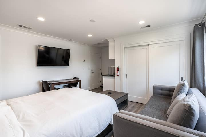 Spacious new suite with private entry, wet bar