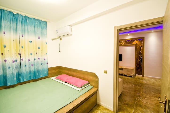 山海广场精装 三室两厅 10人以上 WIFI 空调短租房 - Yingkou