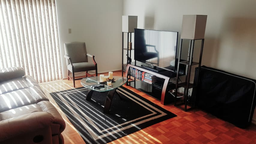 Home Away From Home 1 bdr apt. - Forest Park - Apartamento