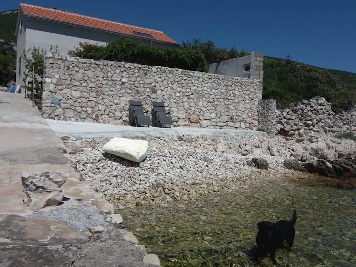 Robinzone accomodation by the sea on island Pašman
