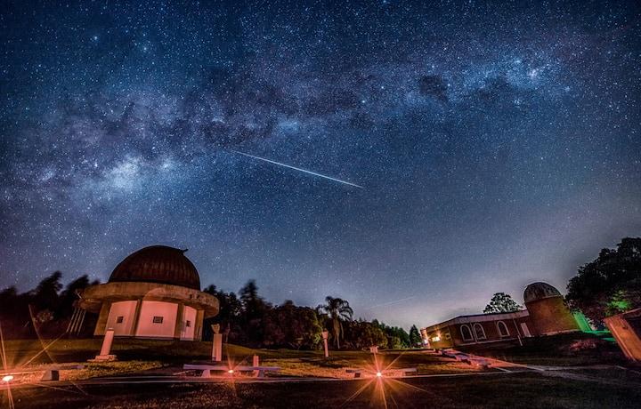 Meteoro sob a Via Láctea