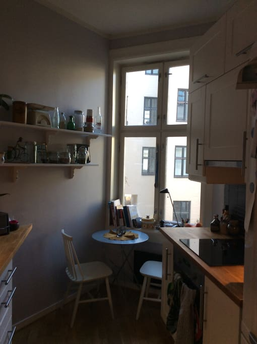 Newly renovated and very cosy Kitchen With table for two