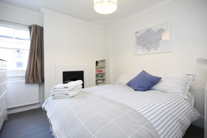 Putney double room stylish flat near river