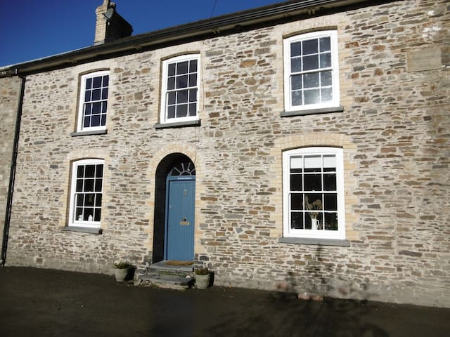 Pretty Victorian Village House - Llandysul