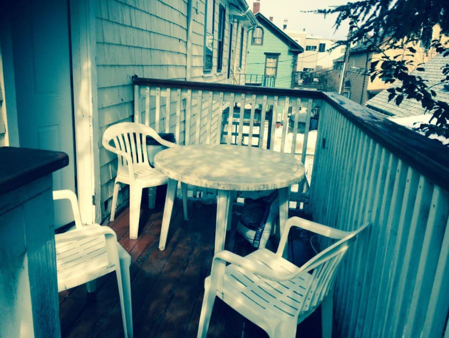 Very luxury private deck in a quiet back yard. Work as entrance for this studio. The stairs and deck is lighted and very convenience.