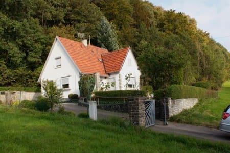Schönes Haus in der Natur Luftklang - Huis