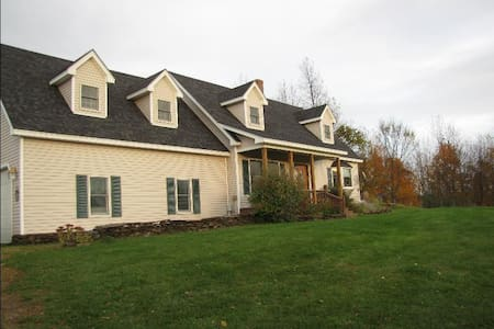 Room type: Entire home/apt Property type: House Accommodates: 8 Bedrooms: 3 Bathrooms: 2.5