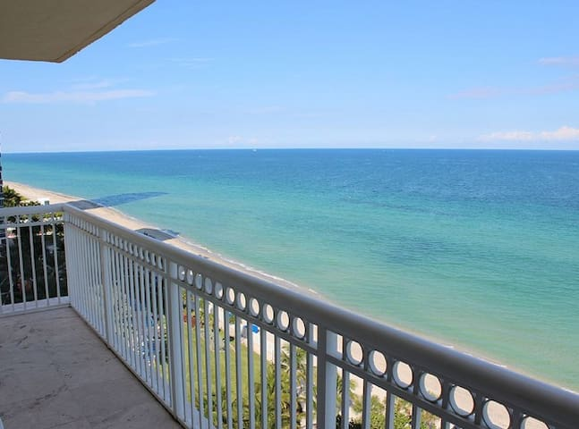 Direct Oceanfront One Bedroom NICEEE!