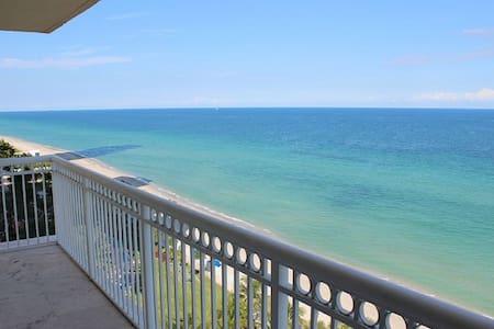 Direct Oceanfront One Bedroom NICE!