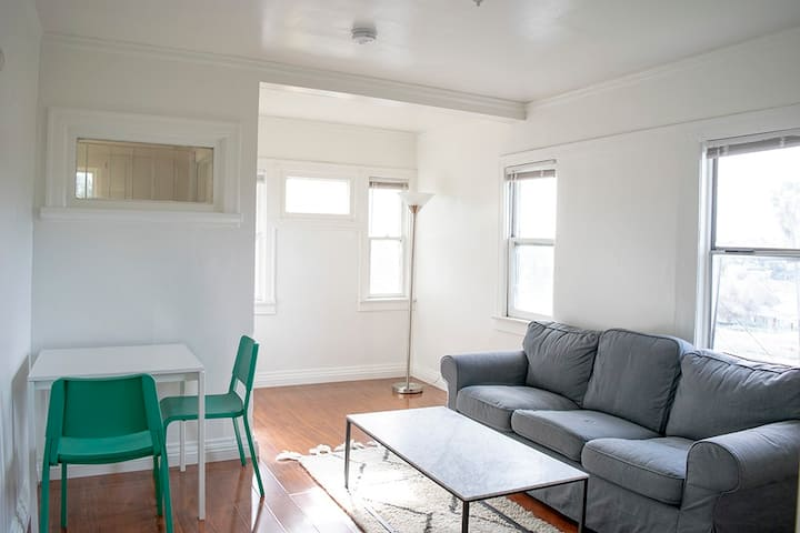 Charming, Historic, Private Bedroom near Downtown